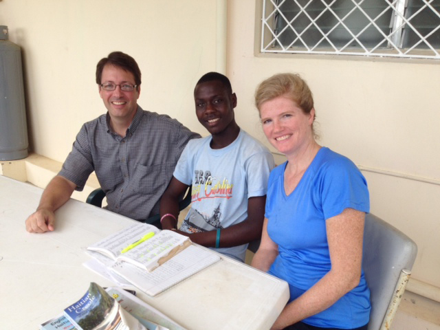 Dinold, a new Haitian friend, comes to help us learn Creole and also get a bite to eat!