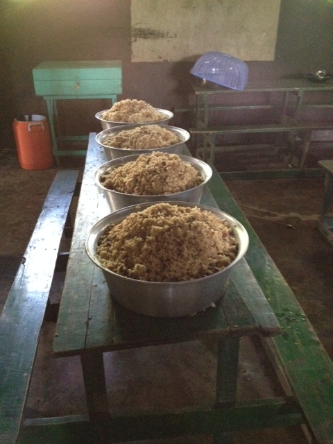 This is a mountain of rice to make every day!