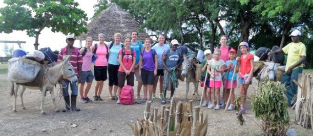 Here is the whole group ready to hit the trail!